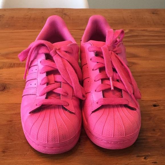Le adidas rosa pharrell williams x superstar poshmark